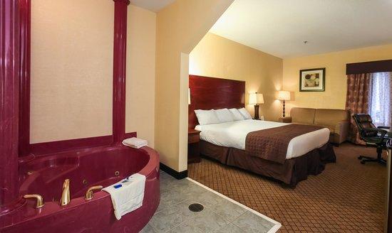 Dawson Village Inn: King Bed with Spa