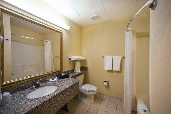Dawson Village Inn: Bathroom