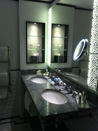 The Waldorf Hilton: double vanity