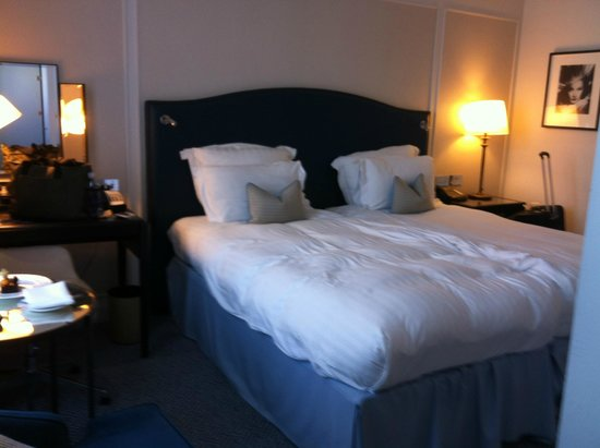 "The Waldorf Hilton: ""king"" bed"