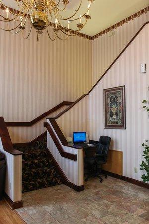 Dawson Village Inn: Business Center