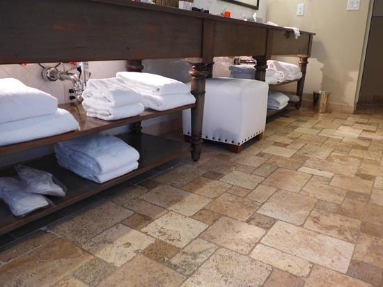 Hotel Yountville: look at all the towels