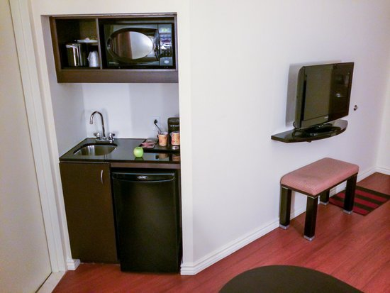 Holiday Inn Express Hotel & Suites Montreal Airport: Some of the Room Amenities