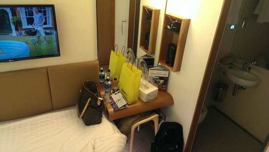 Nitenite Birmingham: The desk and drink facilities with a sneaky peek at the wetroom