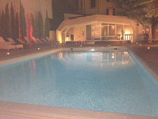 Hotel Manzoni : Piscina by night