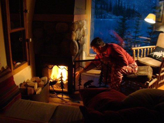 Moraine Lake Lodge: Cozy Nights