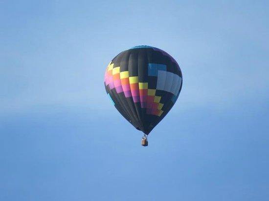 BEST WESTERN PLUS Revere Inn & Suites: Hot air balloon outside