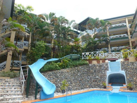 Suva Motor Inn : Pool & water slide