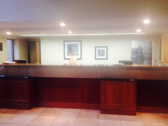 Country Inn & Suites By Carlson, Tulsa Central: Front Desk/Check In Area