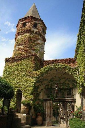 Villa Cimbrone Gardens: entrata del castello