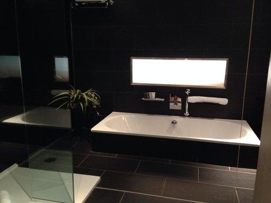 Le Monde Hotel Edinburgh: Sunken bath