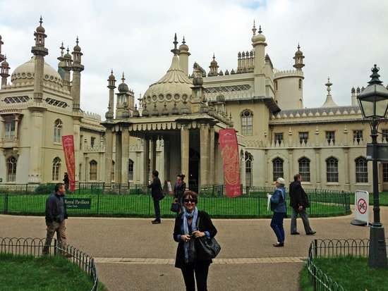 Royal Pavilion: A very happy visitor!