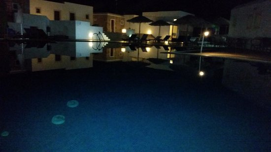 Naxos Palace Hotel: Η πισίνα...απλά για φωτογράφιση.