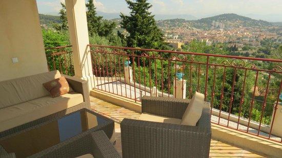 Villa Le Port d'Attache: La terraza