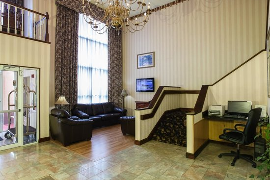 Dawson Village Inn: Lobby