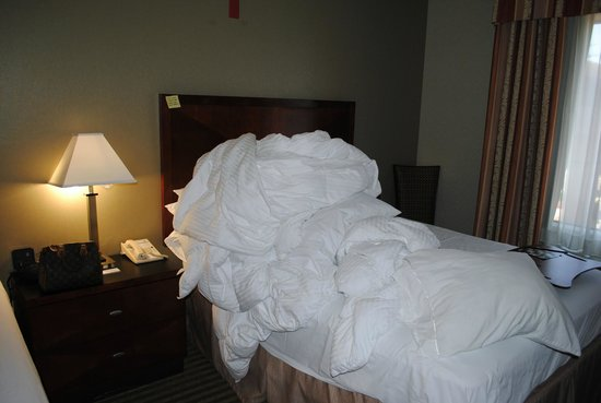 Hampton Inn Visalia: Pile of Sheets