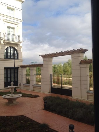 Hipark Design Suites Serris-Val d'Europe : View from ground floor executive suite