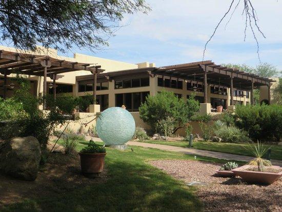 Miraval Arizona Resort & Spa: Restaurant and Dining Terrace