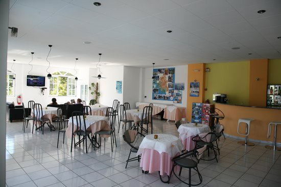 Mourtemeno Hotel: Bar area/lobby