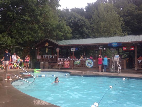 Geneva Riverside Lodging: Swimming at the Tiki Bar