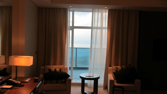 JW Marriott Marquis Hotel Dubai: Balcony which you weren't allowed to use