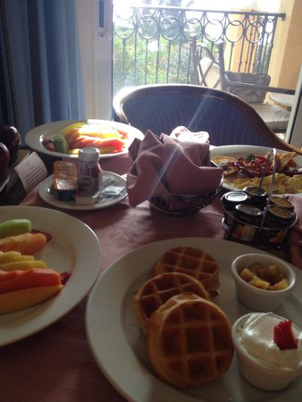 Secrets Capri Riviera Cancún: Room service