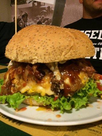 Osnago, Italie : Hamburger da 2kg !! Buona sfida....