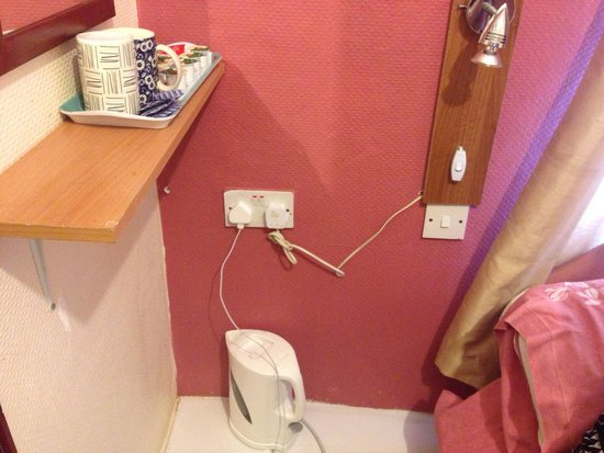 Golden Nile Hotel: Dodgy Wiring For The Floor Kettle