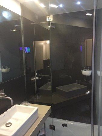 Le Nove Hotel: Interno bagno con doccia