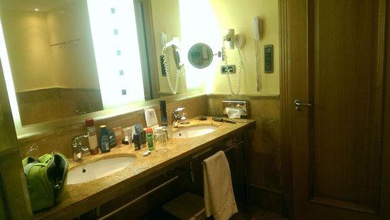 Vincci Hotel Envia Almeria Wellness & Golf: Parte del baño