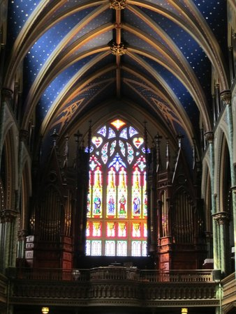 Notre Dame Basilica: Lovely stained glass