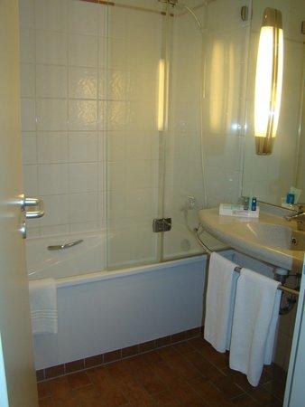 Novotel Budapest Centrum: Banheiro do hotel