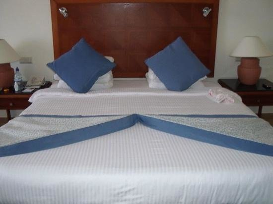 Resta Grand Resort : amazing bed