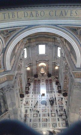 Basilique Saint-Pierre : vista della basilica dalla balaustra della cupola