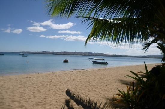 Robinson Crusoe Island Resort : front beach