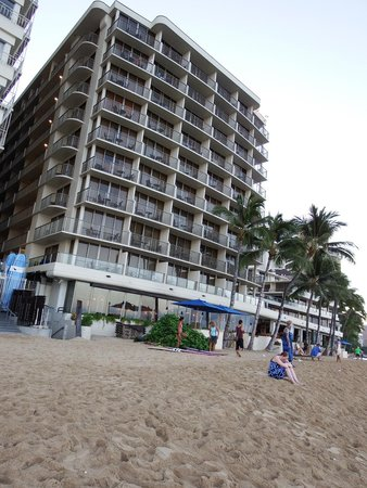 Outrigger Reef Waikiki Beach Resort: walked right out the lobby and onto the beach