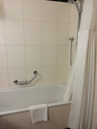 Hilton London Paddington: Bath/ shower
