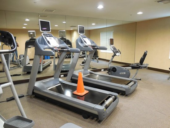 TownePlace Suites Houston Intercontinental Airport: Fitness Centre - Broken Equipment