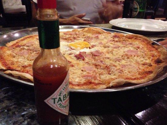 Hola Espana: ピザは四人くらいでシェアできる
