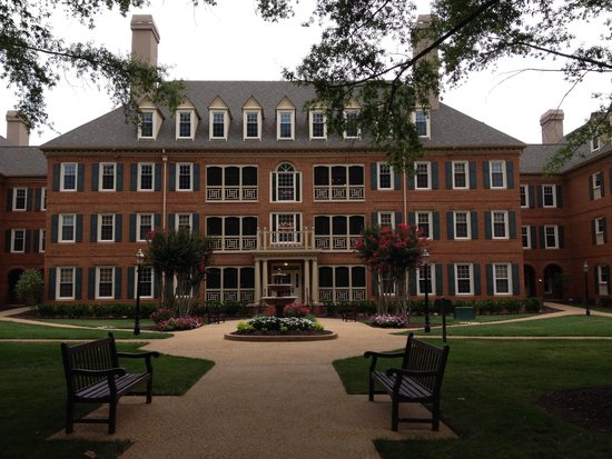 Marriott's Manor Club at Ford's Colony: Enormous Berkeley Building