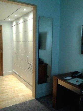 Andaz London Liverpool Street: Hall habitación + armarios