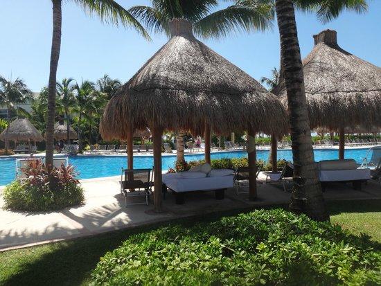 Ocean Breeze Riviera Maya Hotel: Área da piscina