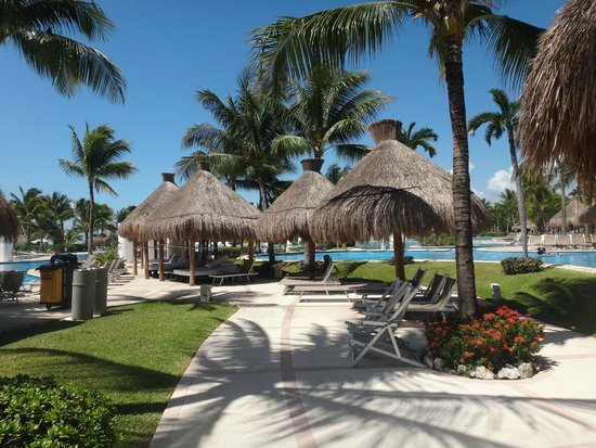 Ocean Breeze Riviera Maya Hotel: recreação e piscina