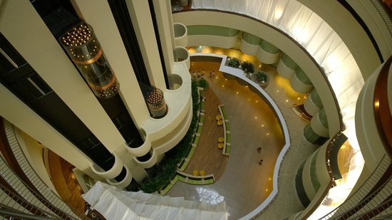 Holiday Inn Singapore Atrium: Hotel lobby from above