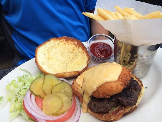 The Cheesecake Factory: Burger topped with fried macaroni !!!