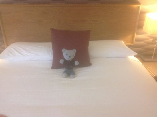 The Manor House at Celtic Manor: Nice Bed For Double Room