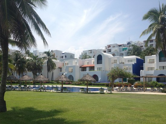 Camino Real Zaashila: View of hotel from beach