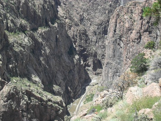 Royal Gorge Bridge and Park: Looking down into the gorge