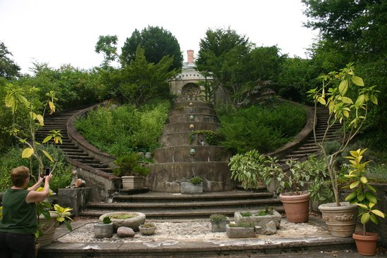 Greenwood Gardens : Old staircase