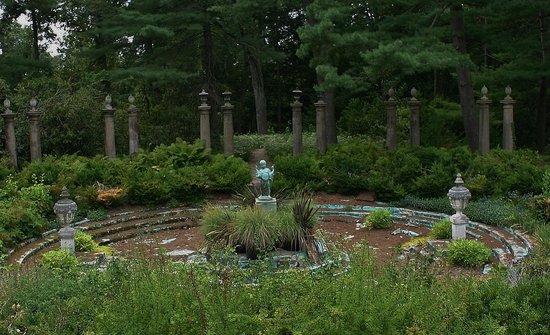 Greenwood Gardens: Former fountain